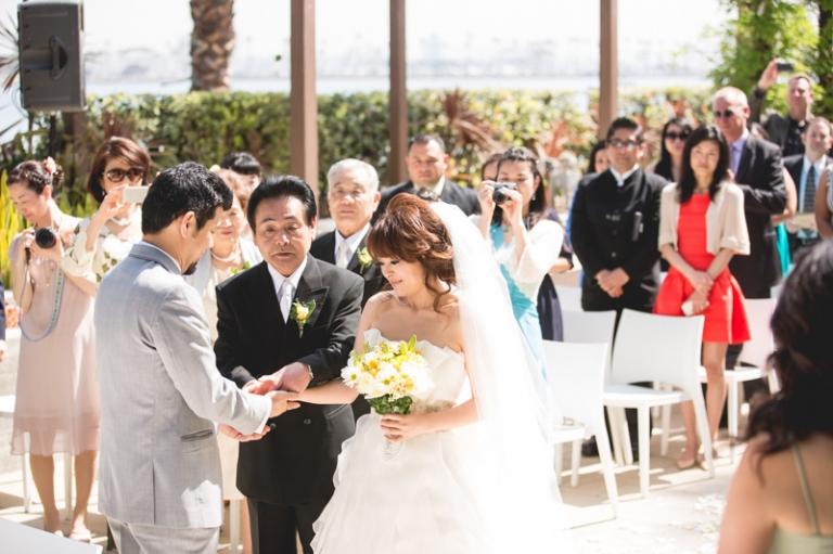d-wedding-pictures-hotel-maya-long-beach.jpg_06